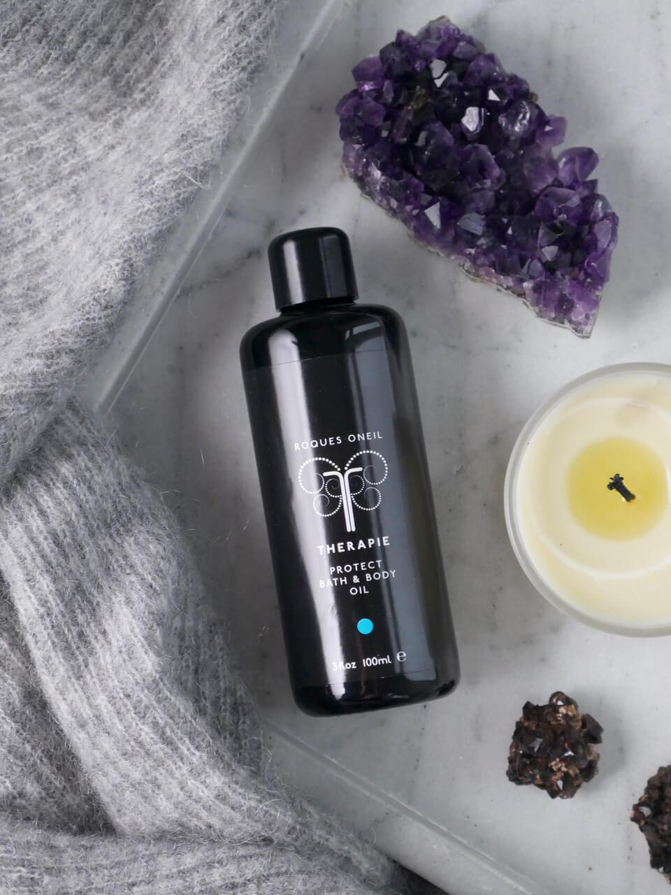 Protect bath & body oil fra Therapie bidrar til å lindre symtomer på forkjølelse og influensa. Essensielle oljer styrker immunforsvaret når du føler deg svak og har behov for pleie og ro.